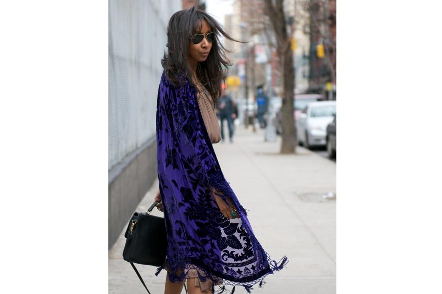 Bohemian style con abito plissè, scialle vintage e peep toe foto 2