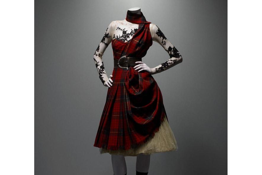 Alexander Mc Queen abito in lana tartan, pizzo e sottogonna in tulle