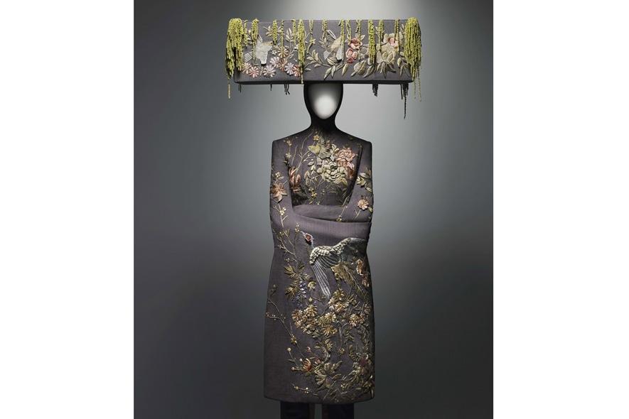 Alexander McQueen abito in lana con ricami giapponesi in seta