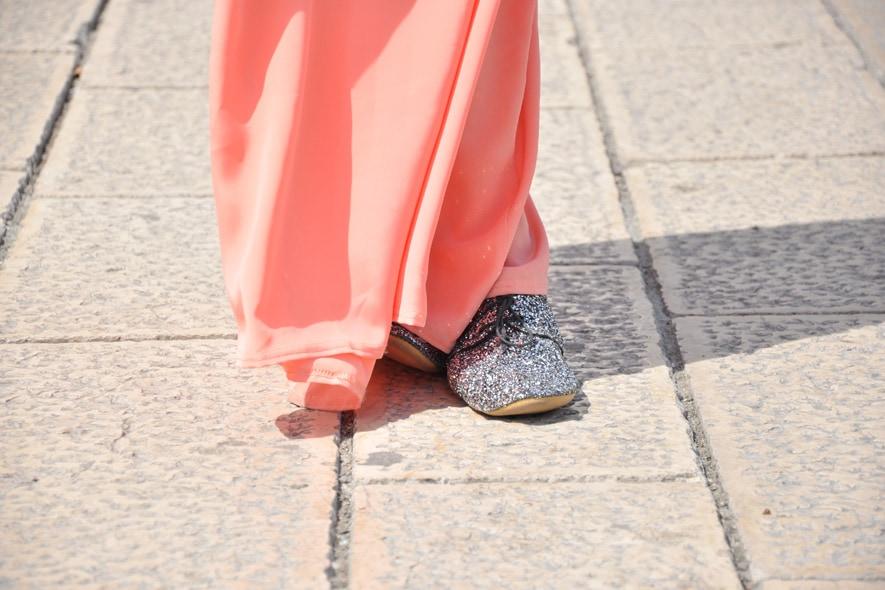 look minimal giorno con gonna lunga, scarpe stringate 2