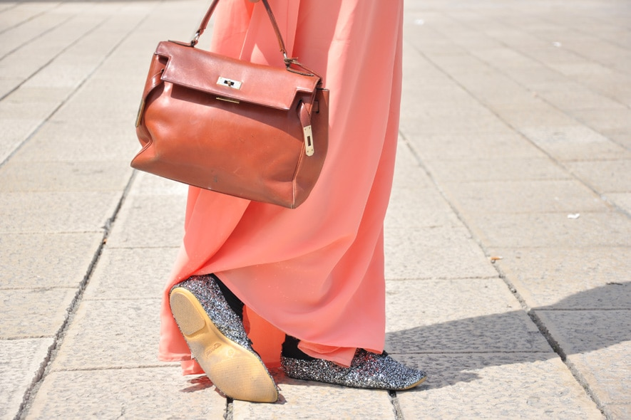 look minimal giorno con gonna lunga, scarpe stringate e borsa vintage 1