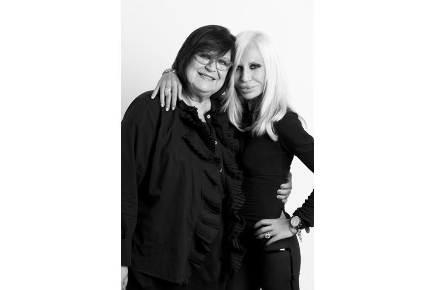 22 Donatella Versace and Margareta van den Bosch 1333×2000