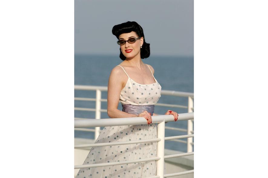 Dita Von Teese 40s