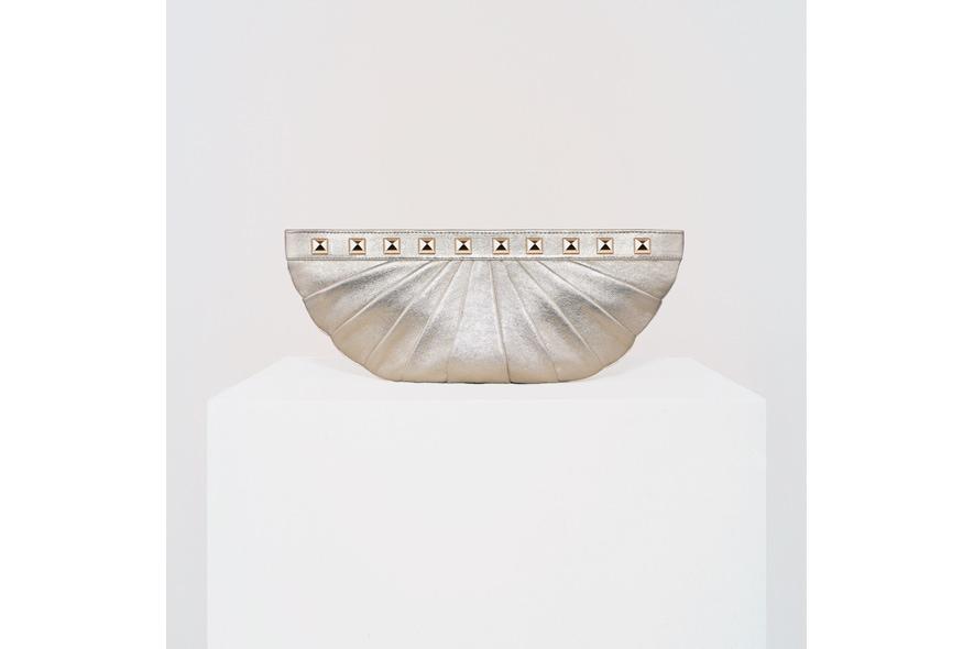 Stark clutch mezzaluna borchie argento