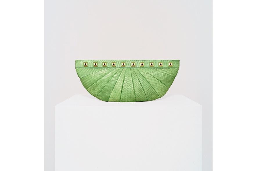 Stark clutch mezzaluna borchie verde