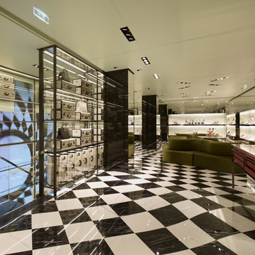 Prada riapre la boutique in Rue du Fauburg Saint Honore