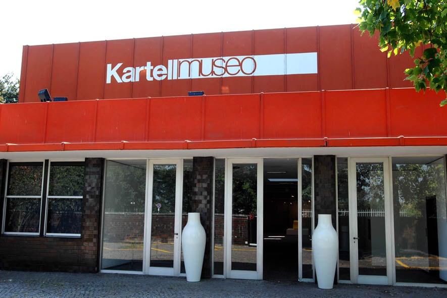 L'ingresso del museo Kartell, presso gli headquarters a Noviglio, in provincia di Milano