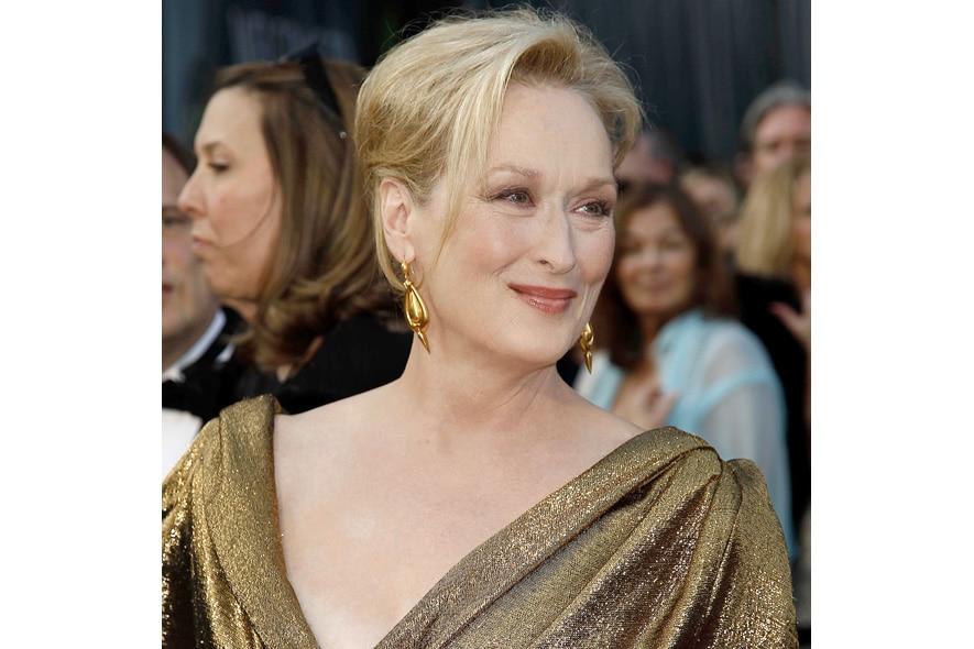 Meryl Streep sfoggia le sue rughe e le sue morbide curve da 62 enne con estrema naturalezza