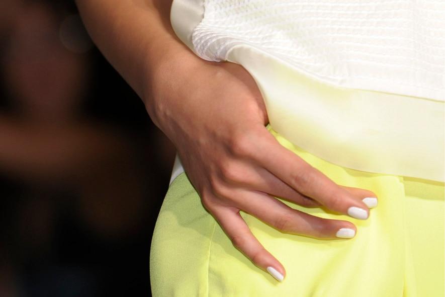 Very white e mat l'unghia sulla passerella di Paola Frani