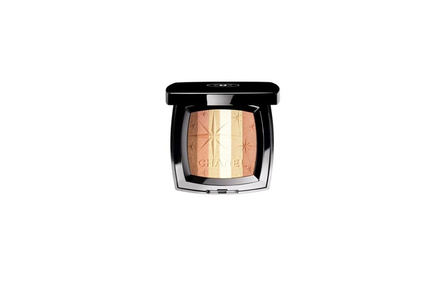 E tra le novità che più ci piacciono c'è il bronzer della collezione Las Vegas (l'ultima) di Chanel: un tripudio di luce e polveri dorate