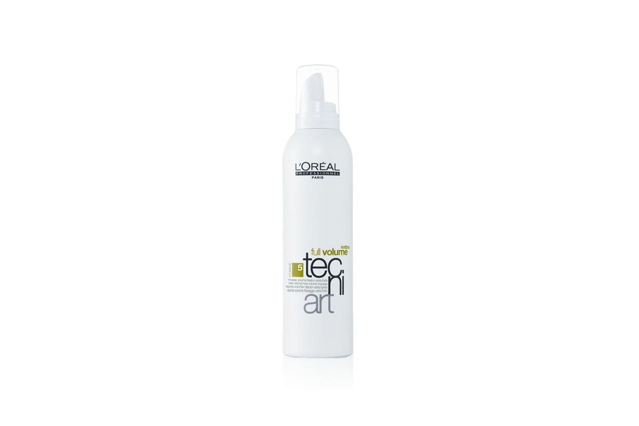 Ideale per essere lavorata con le mani o con il diffusore la mousse Full Volume Tecni.art di L'Oréal Professionel