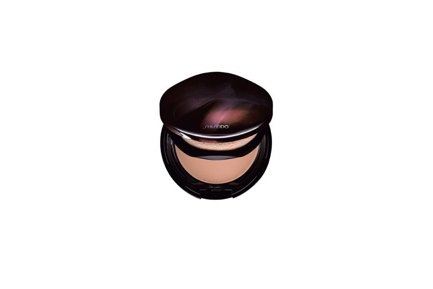 Il fondotinta compatto di Shiseido corregge otticamente le imperfezioni della pelle e uniforma il tono cutaneo