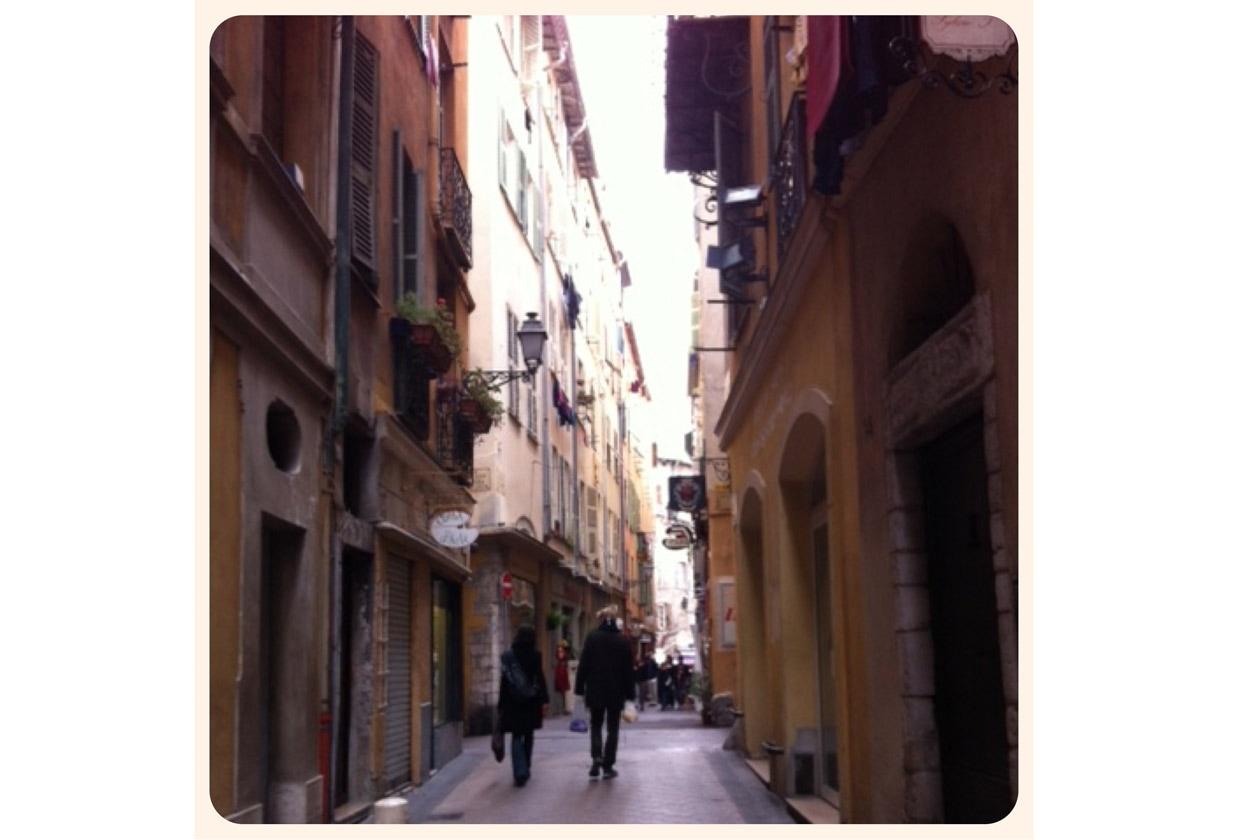 Una via del centro storico di Nizza