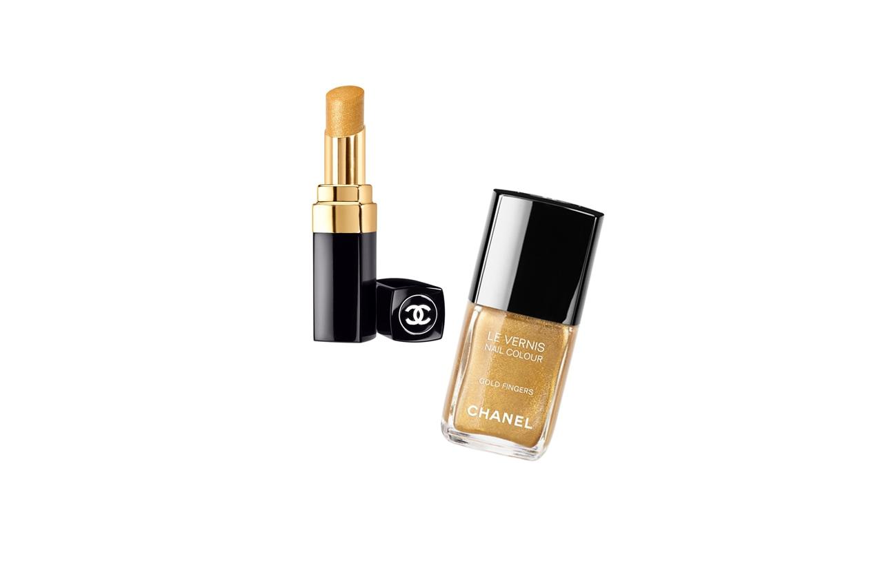 """Bagliori oro con Chanel grazie al rossetto e allo smalto """"Le Vernis Gold Fingers"""" con glitter dorati"""