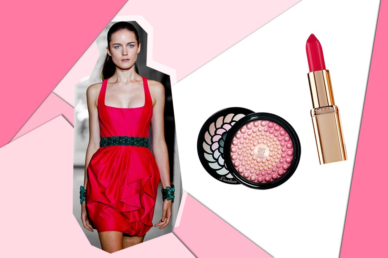 Fucsia intenso anche per il mini dress di Andrew GN. Sul viso una polvere luminosa e labbra intense (Guerlain – L'Oréal Paris)