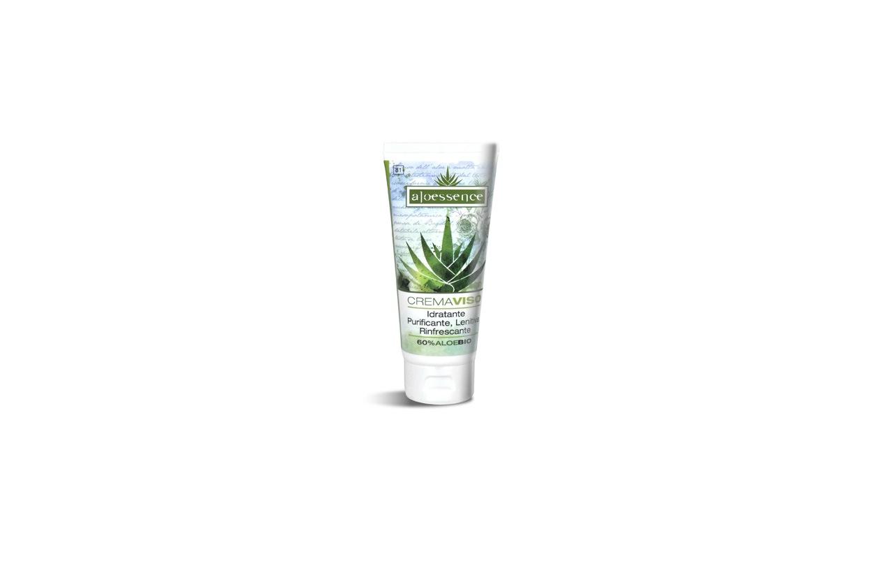 La crema viso della linea Aloessence di Omnia Botanica, a forte concentrazione di aloe, svolge un'azione anti-acneica e sebacea