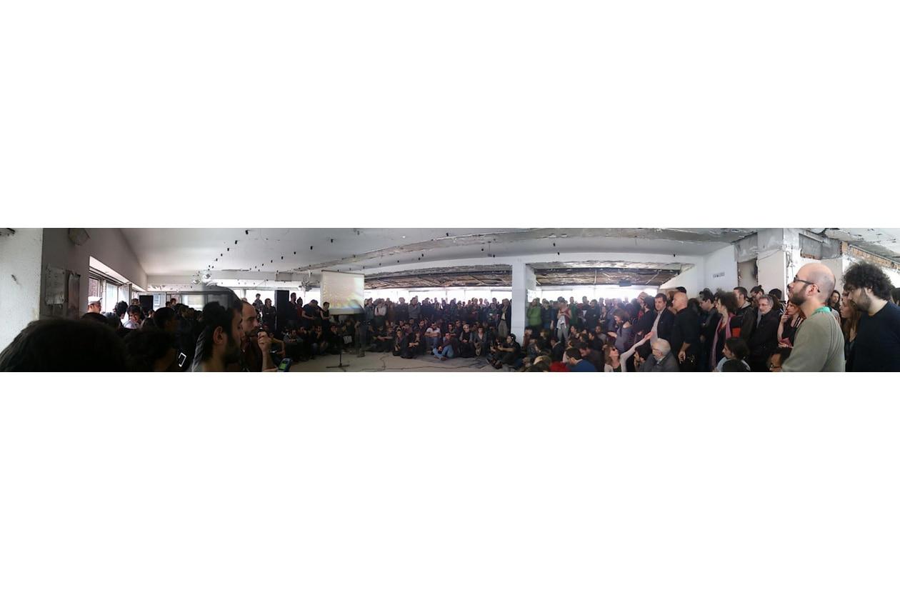 Panoramica della prima assemblea pubblica