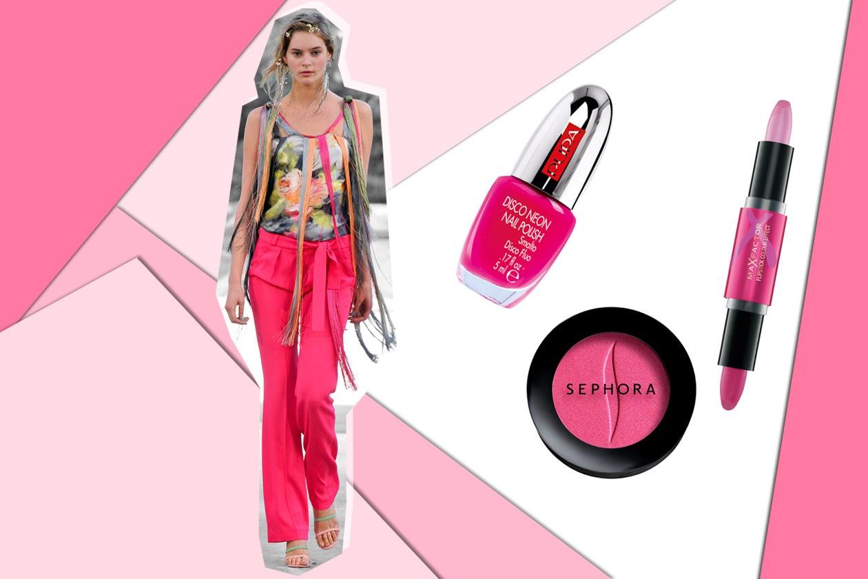 Pantalone fucsia e top con stampe: è vivace la scelta di Alexis Mabille come il make up consigliato (Pupa – Sephora – Max Factor)