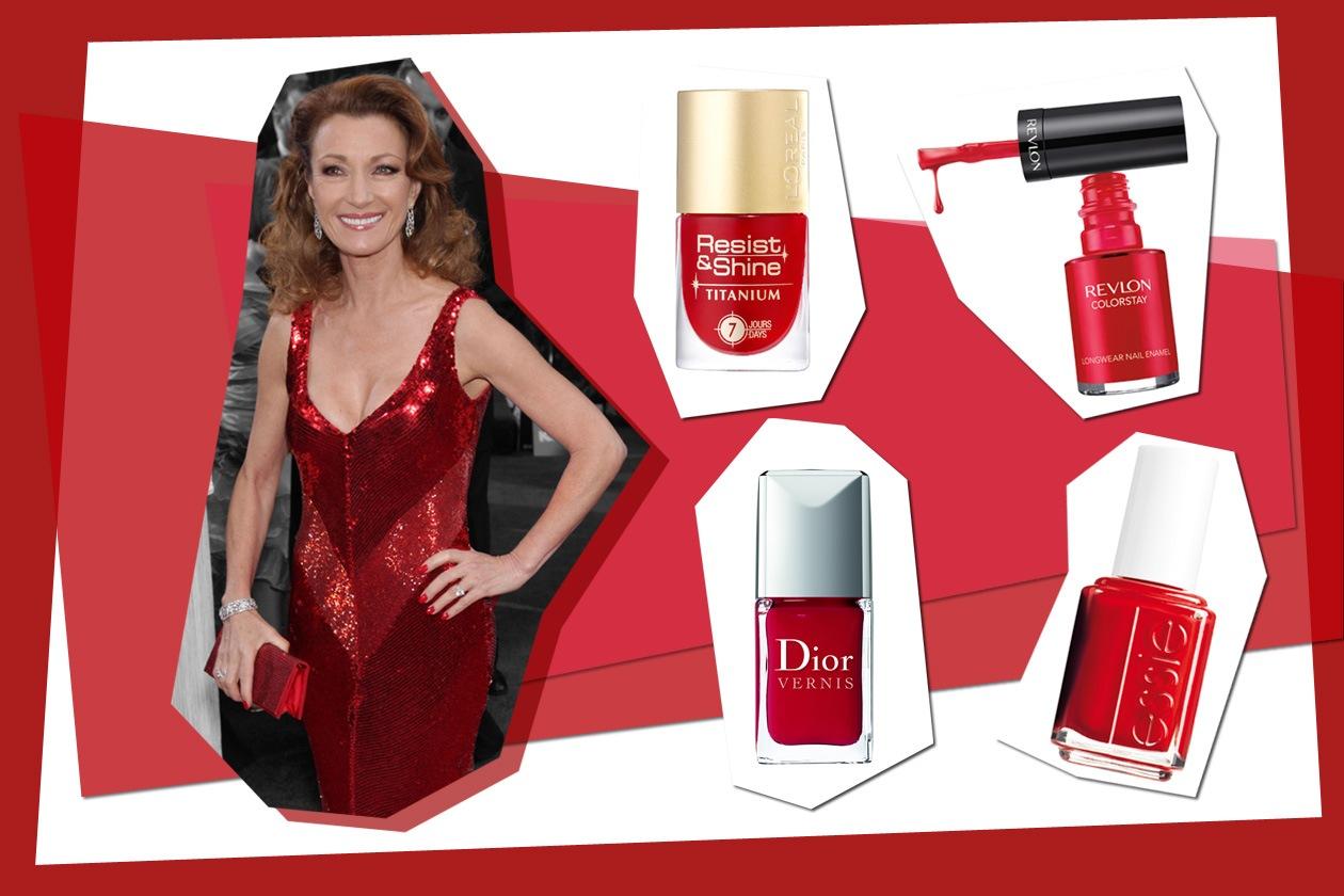 Smalto, vestito e borsa: il look total red di Jane Seymour è perfetto per le passerelle (Dior – Essie – Revlon – L'Oréal Paris)