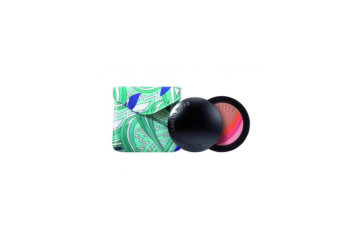 A chi ama miscelare le tonalità è dedicato il blush bronzer Terra Azzurra dell'omonima collezione firmata da Guerlain con Emilio Pucci