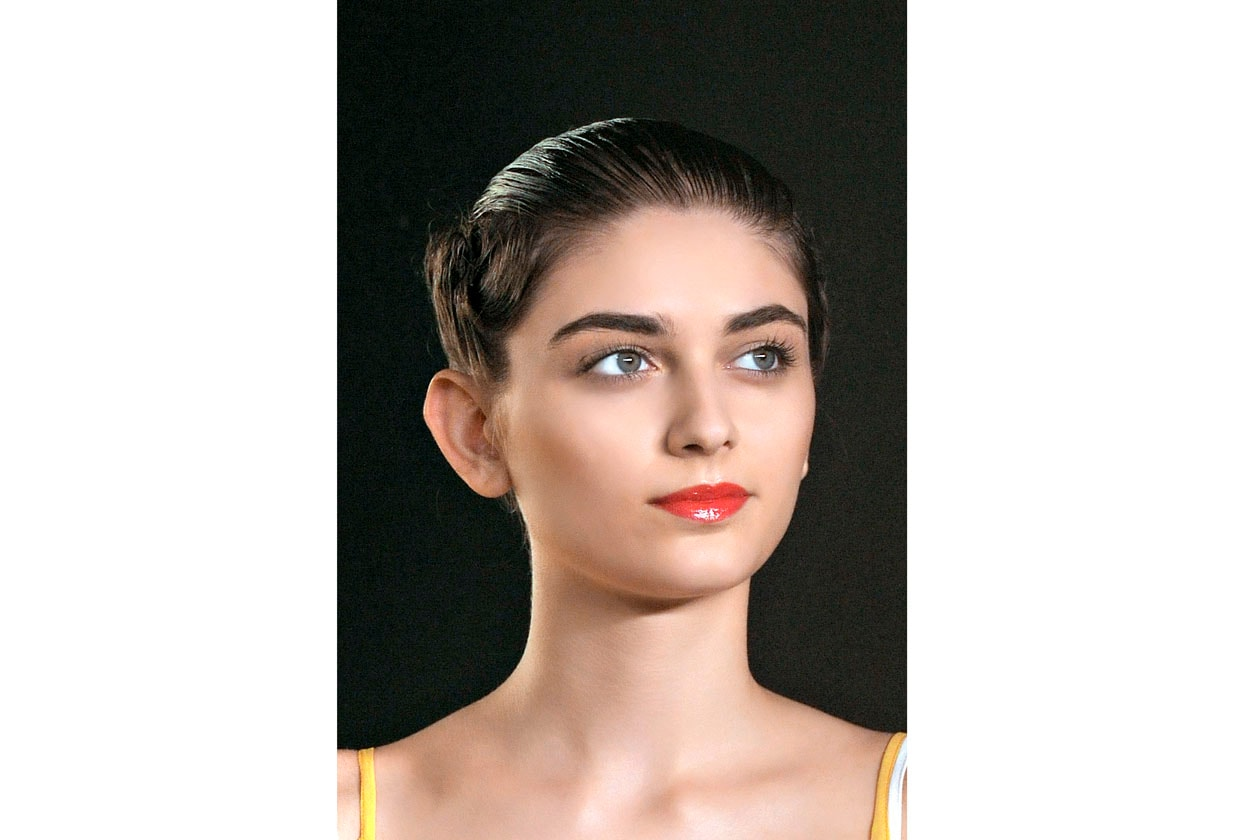 Fatima Lopes sceglie per la sua modella un look pulitissimo