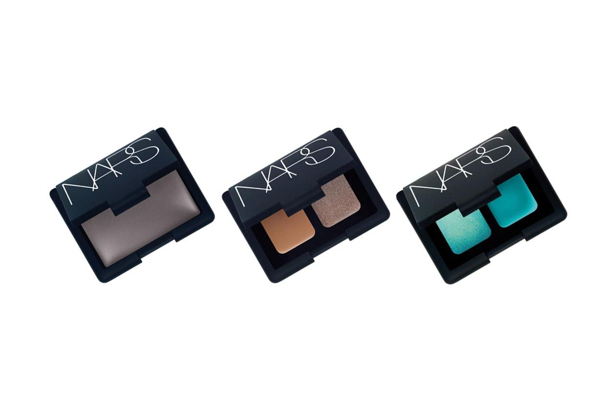 Gli ombretti in crema di NARS hanno una formula cremosa che diventa polvere ed evita la formazione di pieghe
