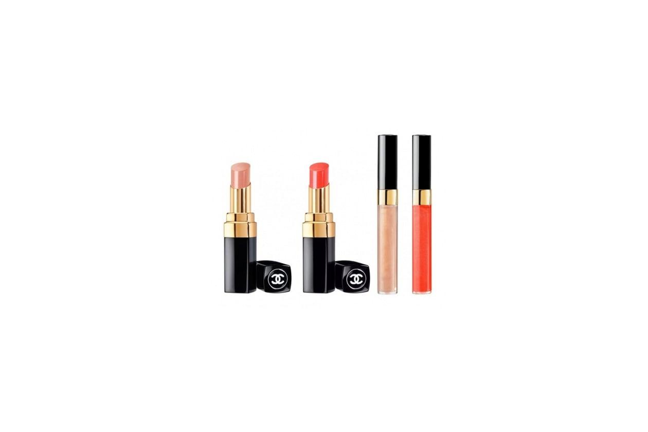 I gloss Chanel Sirocco (beige) e Calypso (corallo), riprendono le nuance dei lipstick Summertime per labbra iperscintillanti