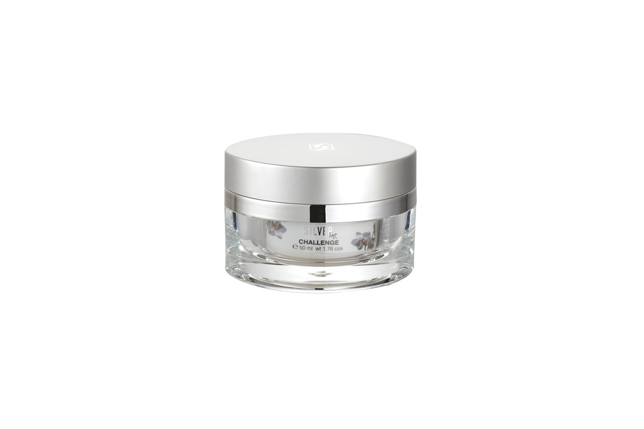 La crema Challenge Silver Line di Gerard's ha una forte efficacia sulle prime rughe