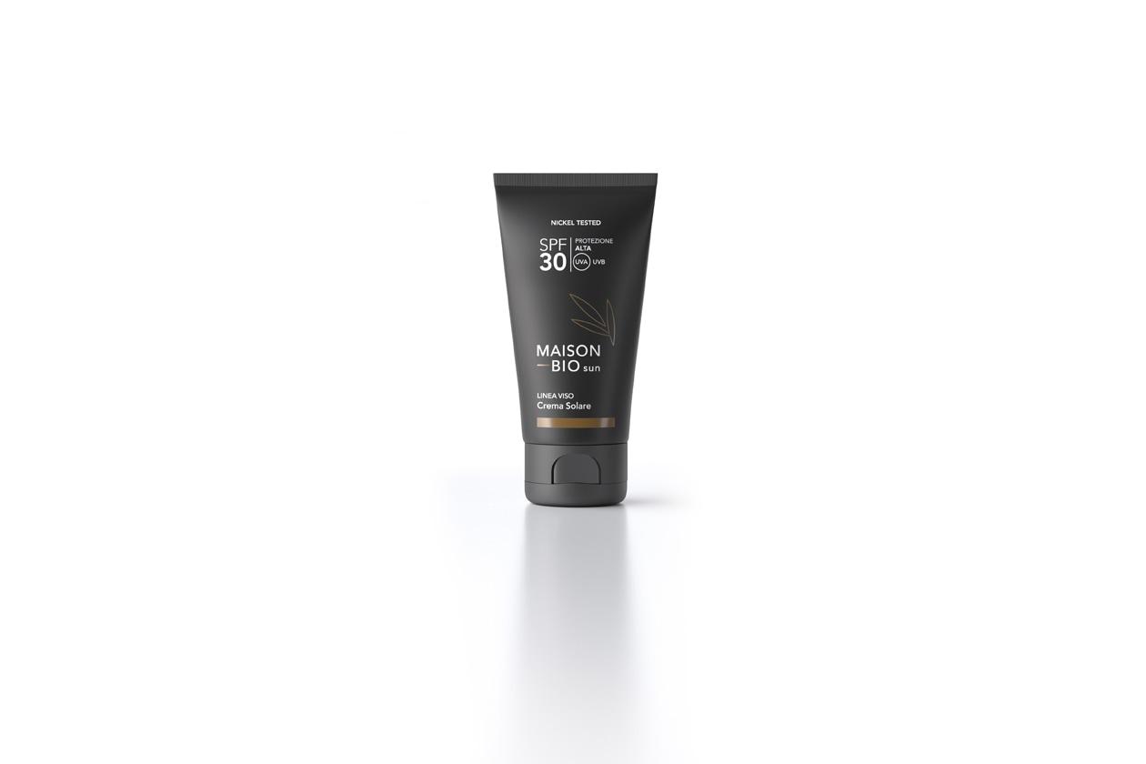La crema solare viso spf 30 di Maison Bio è a base di ingredienti vegetali e oli biologici