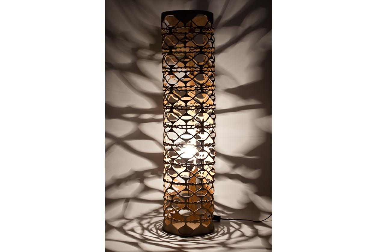 Pèzziforti, lampada da terra ricavata da scarti di cuoio rigenerati2