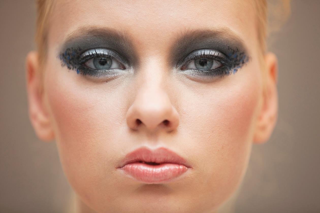 Un elegantissimo smoky blu e nero proposto ai Make Up Masters di Sephora 2012 by Lancôme. Sulle ciglia? Un abbondante passata di mascara Hypnôse