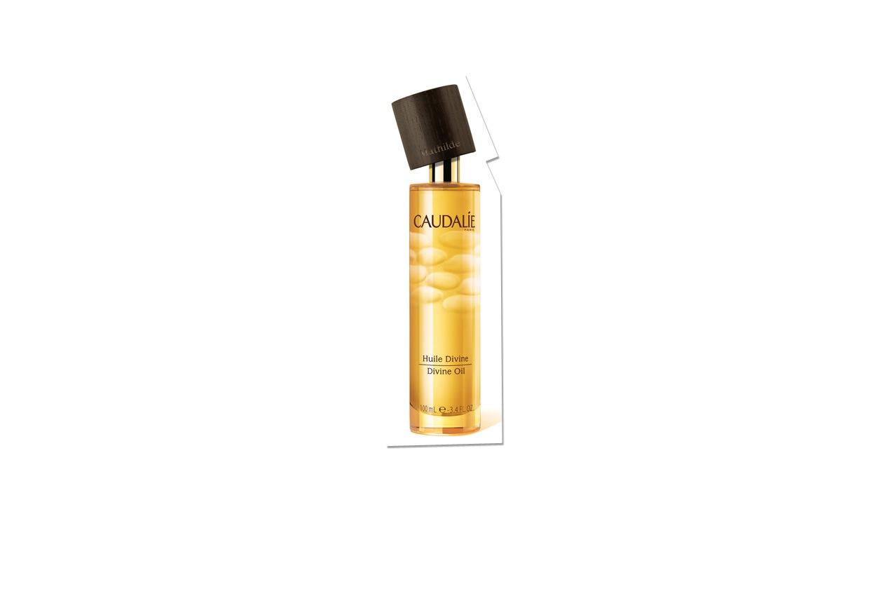 Ammorbidisce la pelle con una combinazione unica di oli (uva, hibiscus, sesamo, argan) quello di Caudalie
