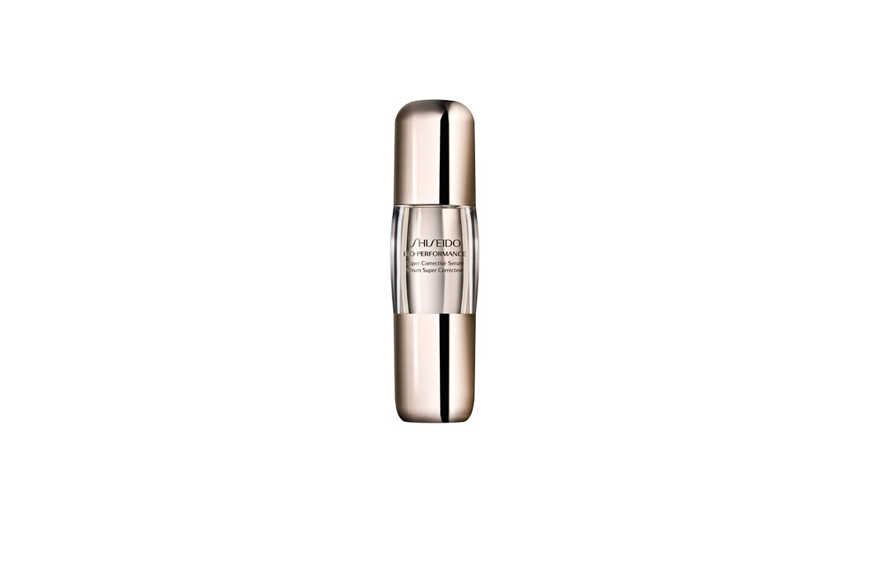 Contiene un principio attivo che favorisce la sintesi di acido ialuronico, collagene ed elastina, il Bio Performance Super Corrective Serum di Shiseido