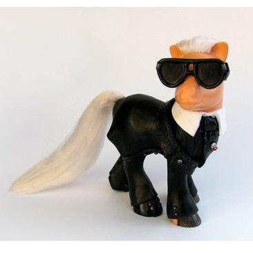 Karl Lagerfeld diventa un mini pony!
