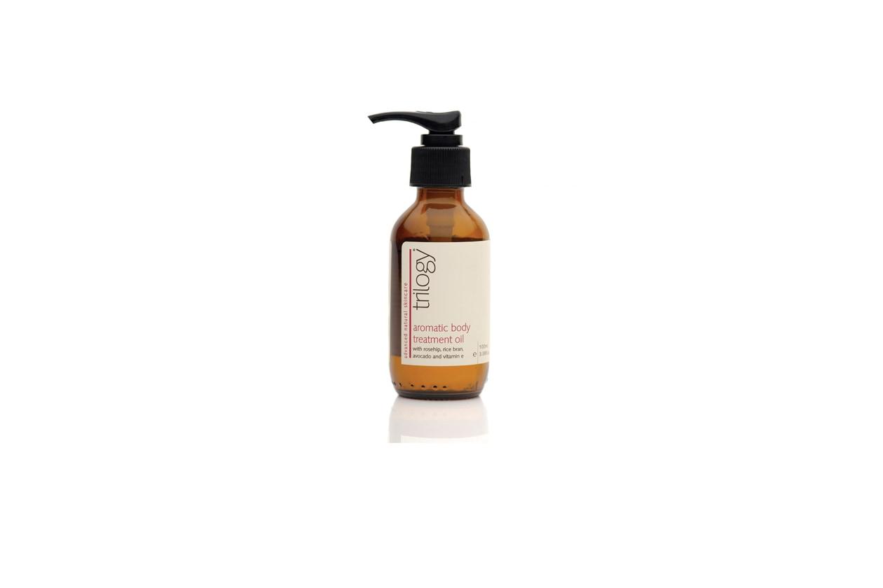 L'Aromatic Body Treatment Oil è raccomandato contro la secchezza della pelle perché la nutre e la rende liscia