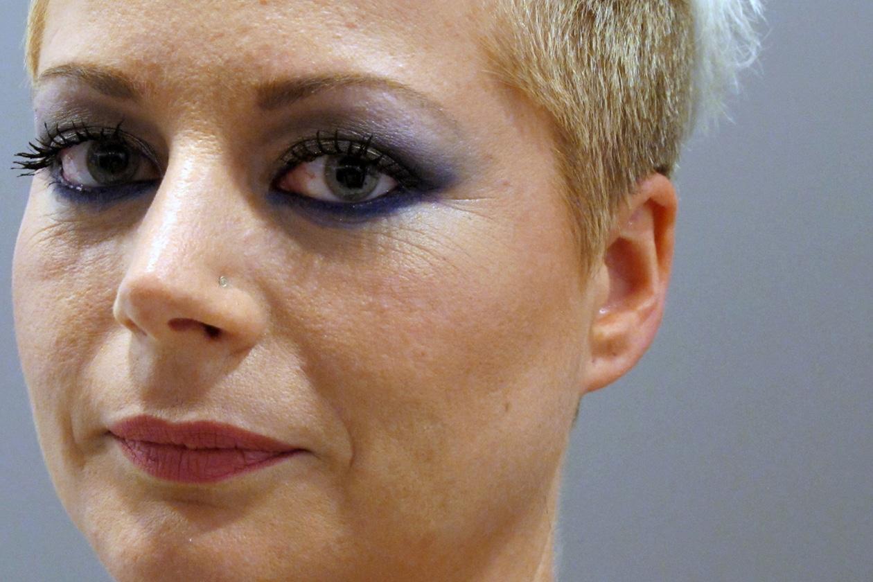 La matita blu è perfetta sugli occhi verdi di Moira Comazzetto