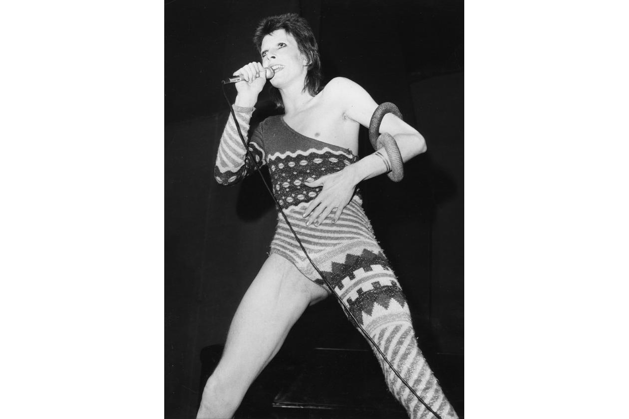 3.David Bowie in Jumpsuit asimmetrica Olycom