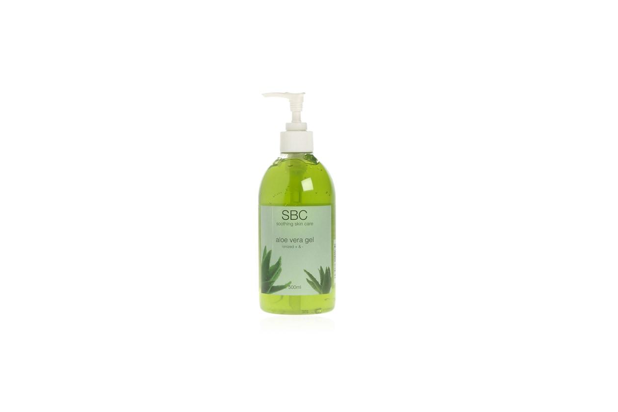 Facilmente assorbibile e consigliato dopo la depilazione o la rasatura l'Aloe Vera Gel di SBC