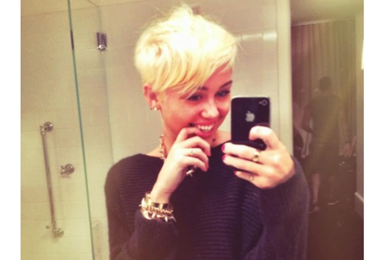 Miley Cyrus ha fatto un vero e proprio liveblogging del suo cambio di look