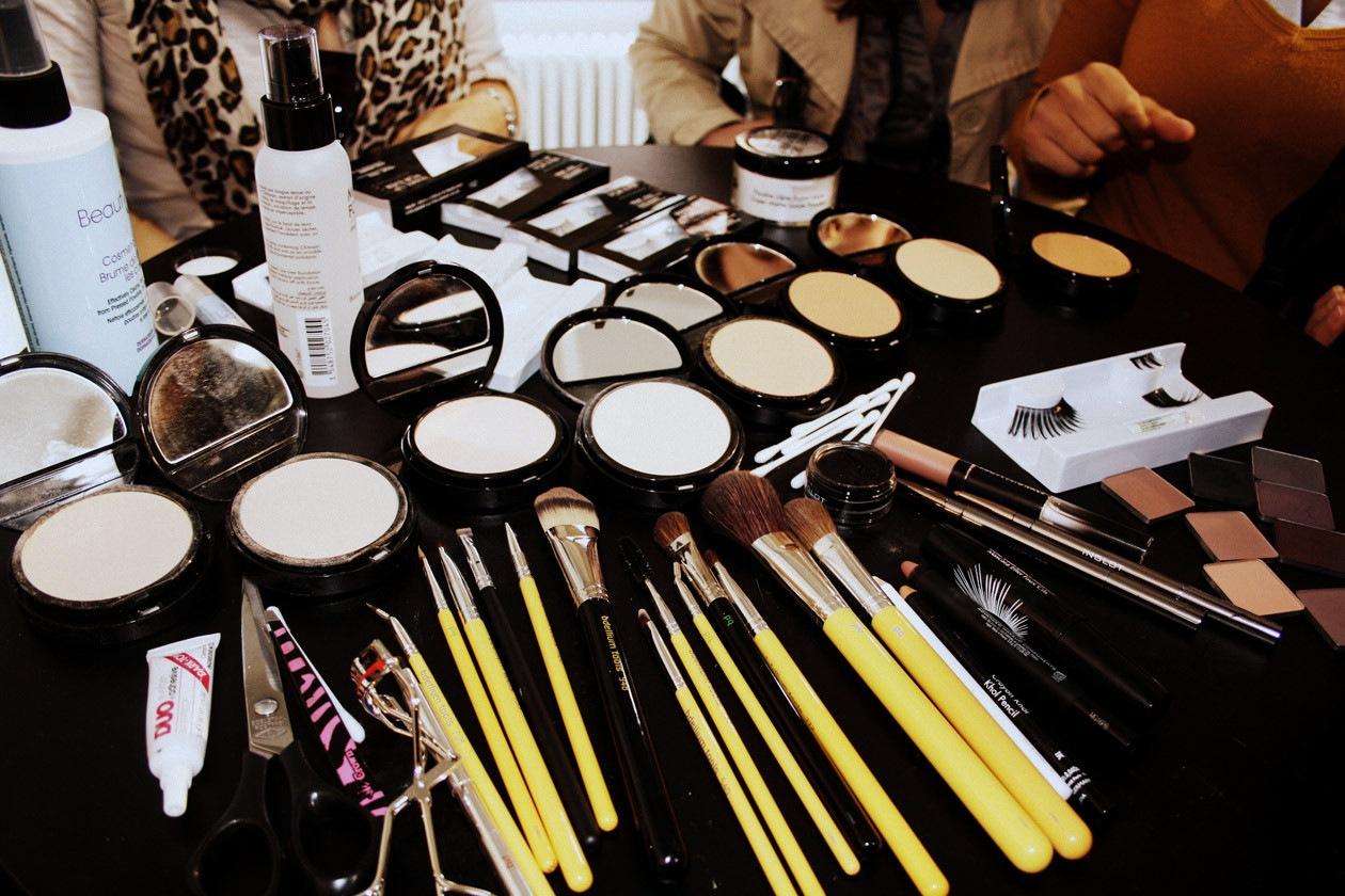 Polveri e pennelli usati dal guru del make up Billy B
