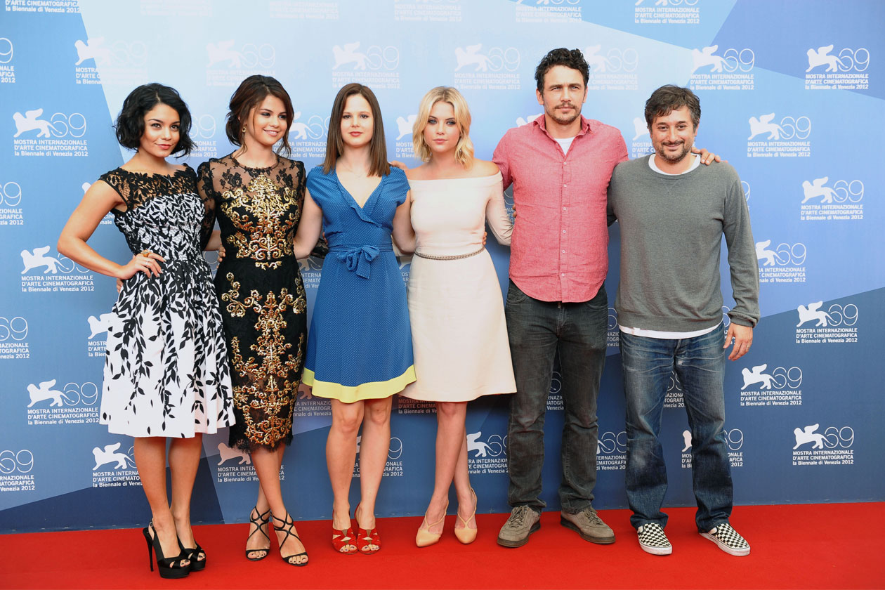 cast completo photocall