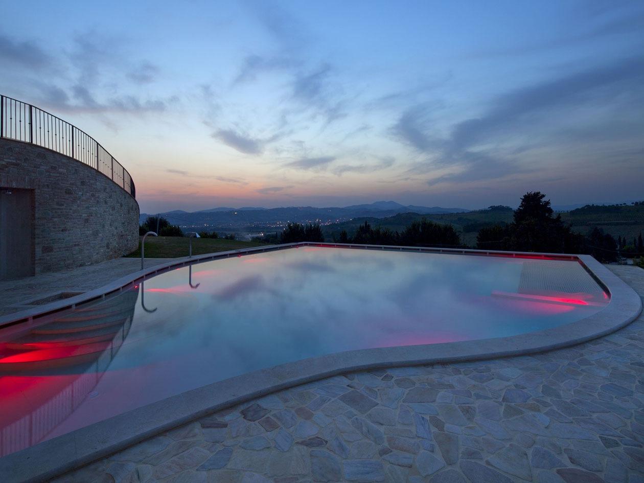 Dalla terrazza panoramica di Borgo Brufa si gode la vista della splendida campagna circostante fino a Perugia ed Assisi