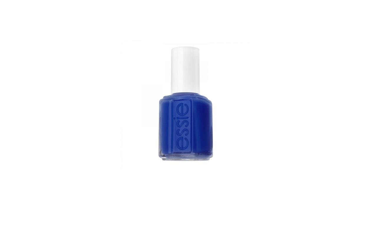 Essie Mesmerize è tra le nostre lacche blu preferite