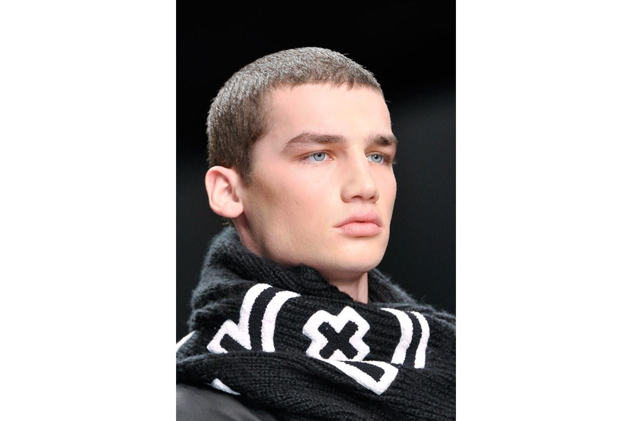 Il capello corto è ideale su un viso privo di imperfezioni (KTZ)