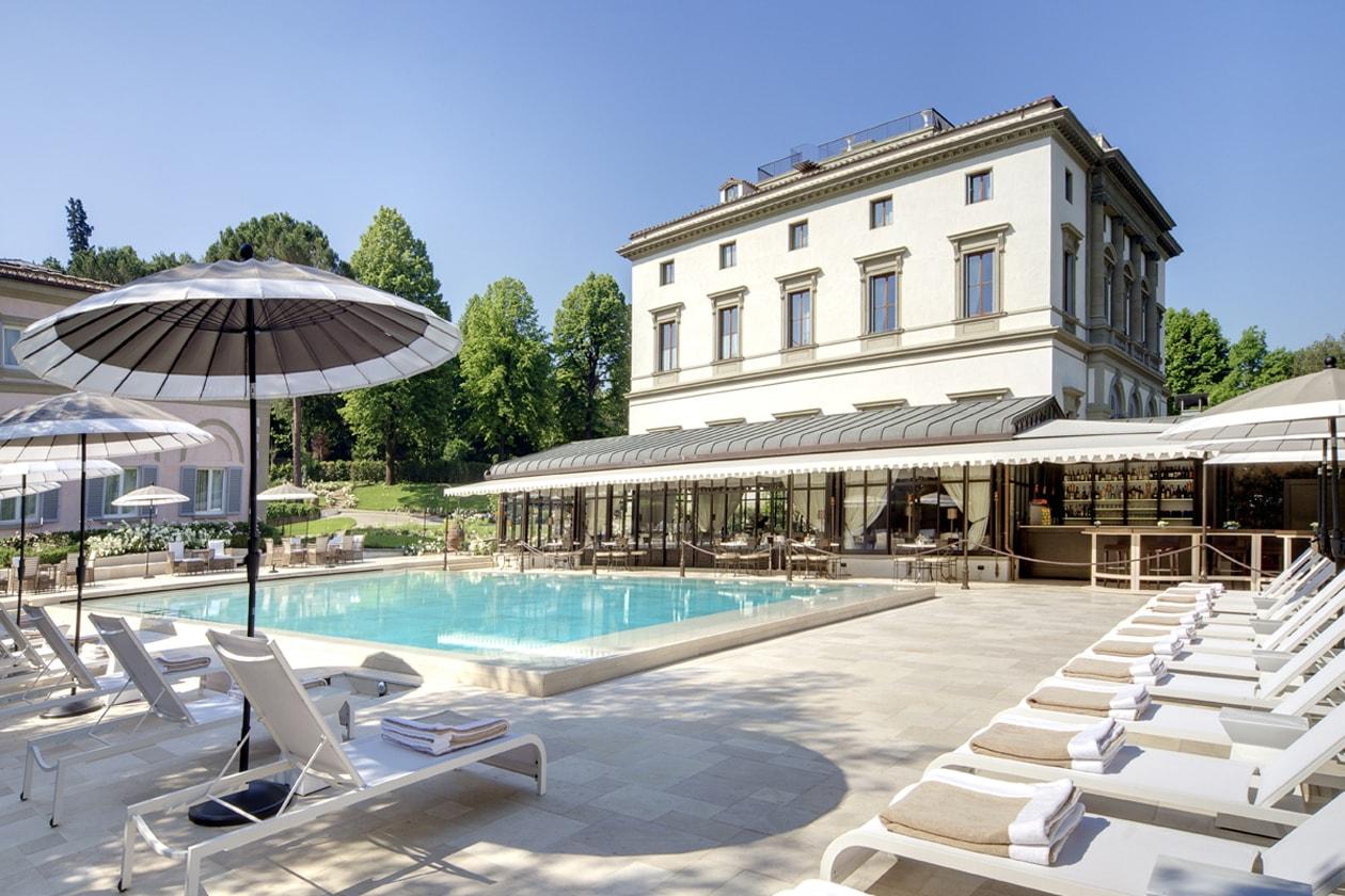 L'esterno con piscina di Villa Cora: meta ideale per chi vuole un fine settimana di puro relax