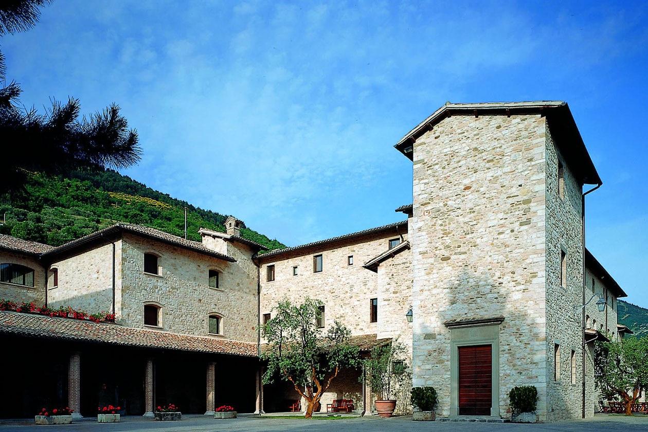 L'esterno del Park Hotel ai Cappuccini, una tempo monastero nei pressi di Gubbio