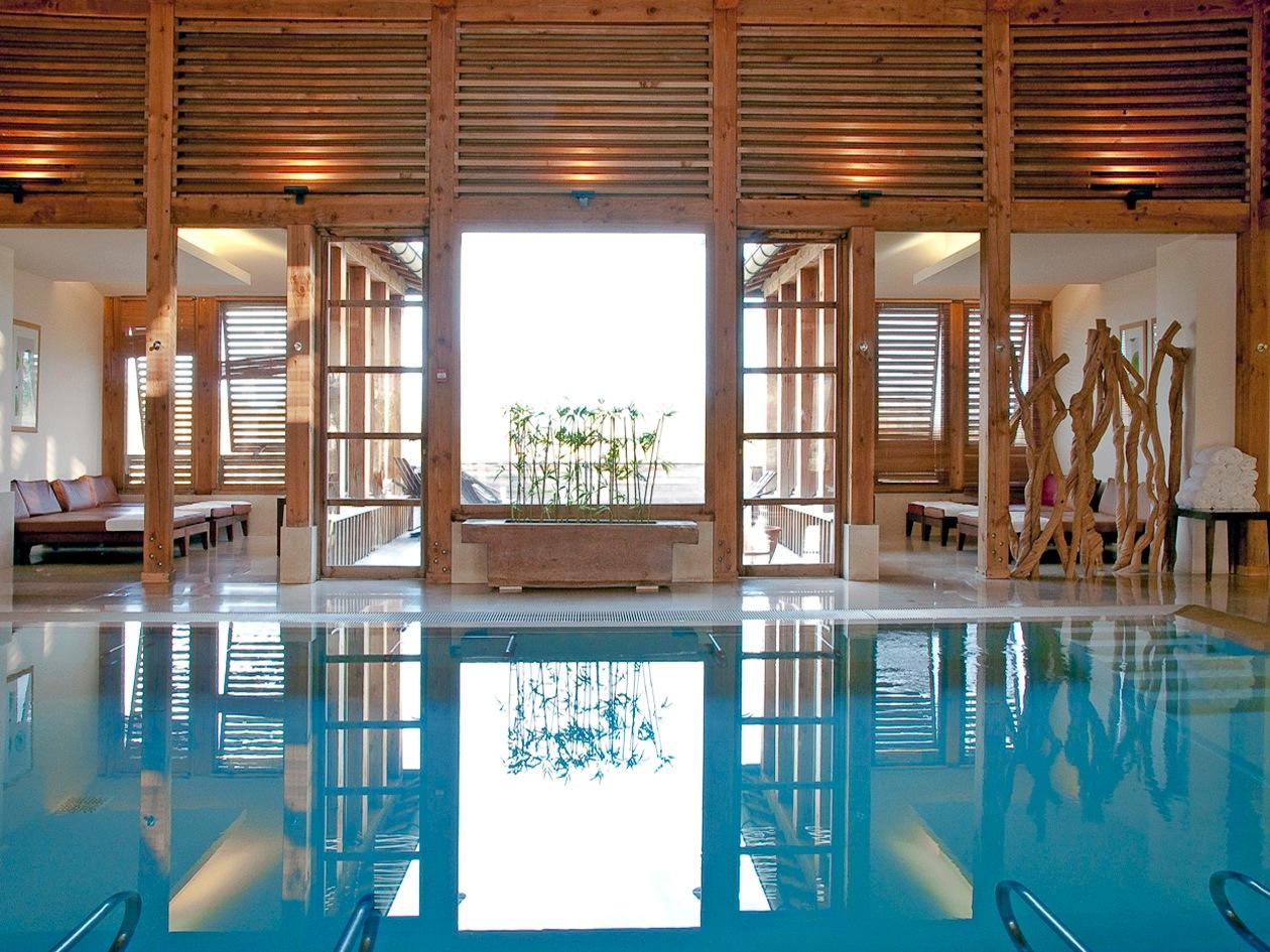 Legno e acqua sono gli elementi fondamentali della spa Caudalie
