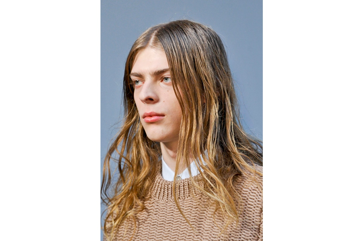 Lo styling per i capelli lunghi richiede prodotti specifici a lunga tenuta (Pringle of Scotland)