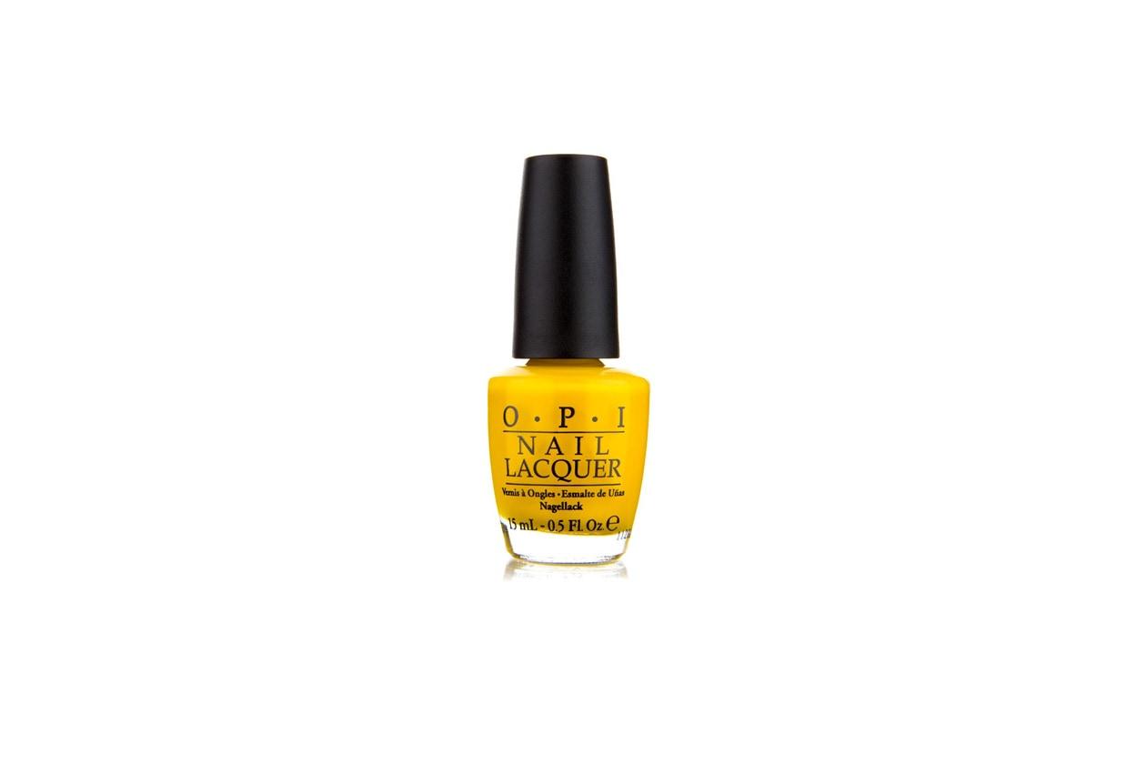 Un giallo deciso per una manicure optical (OPI)