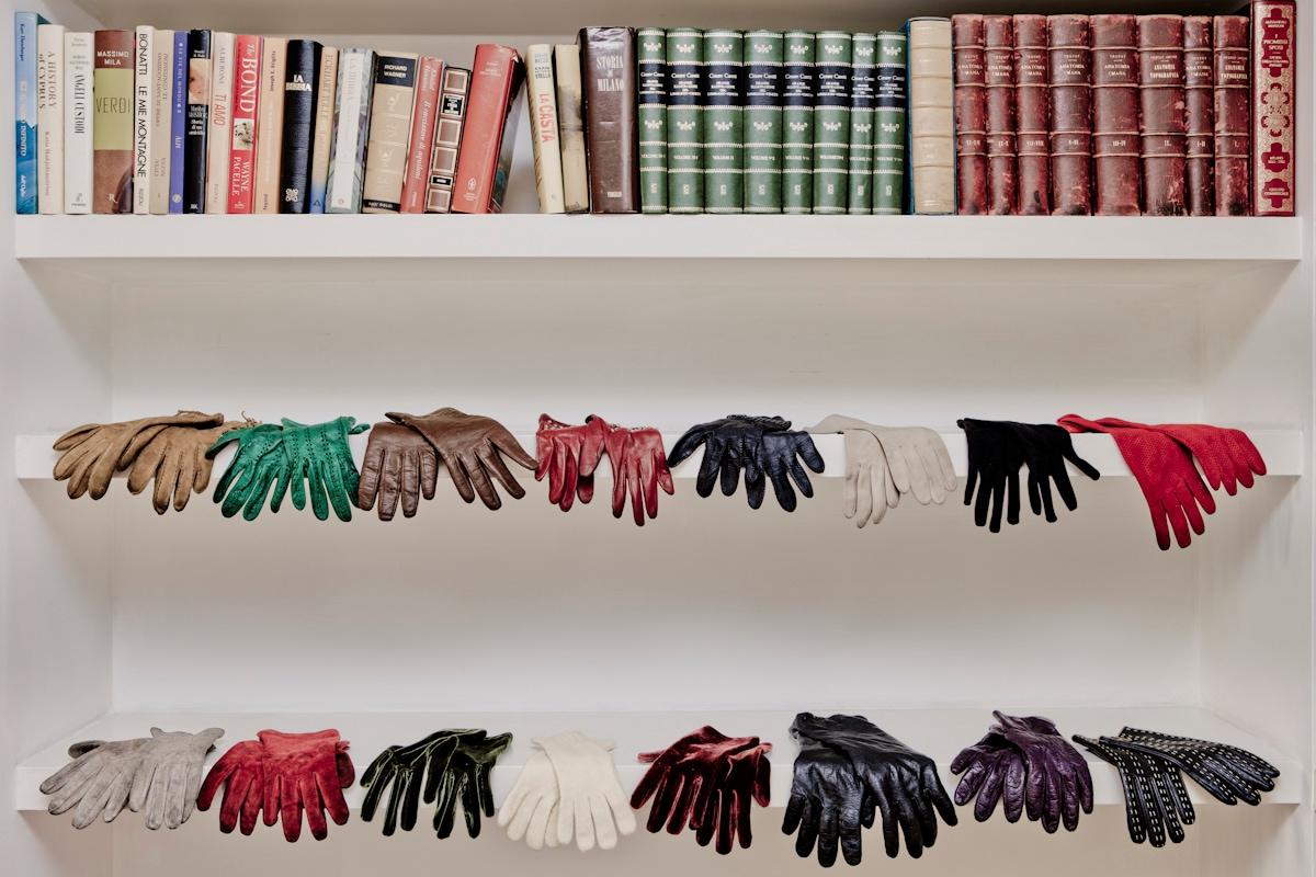 Camilla guanti scaffale